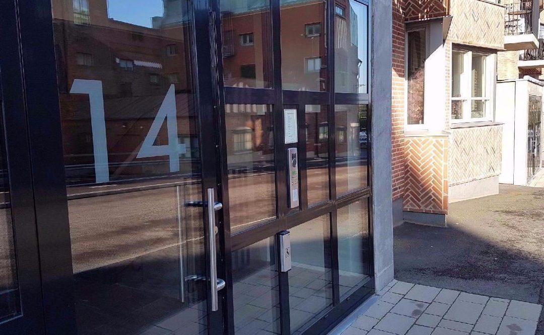 AT Installation hjälper Brf Sjöhamnen med datahosting för deras passagesystem