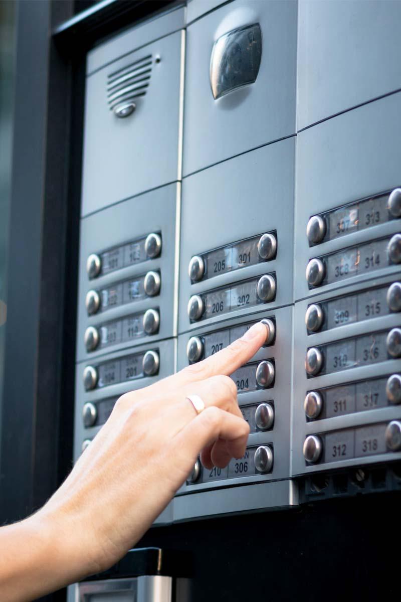AT Installation utför installationer av porttelefon & passersystem